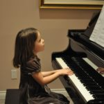 Điều trị bệnh tự kỉ ở trẻ bằng chơi đàn piano
