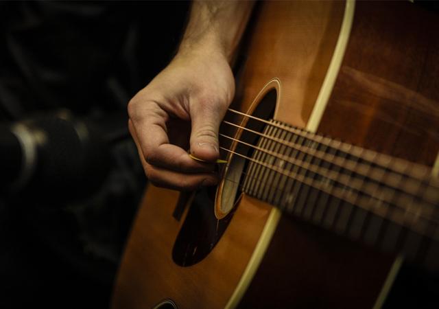 hoc-dan-guitar-o-tuoi-trung-nien