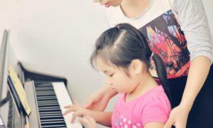 Chia sẻ những điều cần chú ý khi trẻ học piano