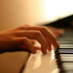 3 mẹo nhỏ giúp bạn bấm hợp âm đàn piano nhanh hơn