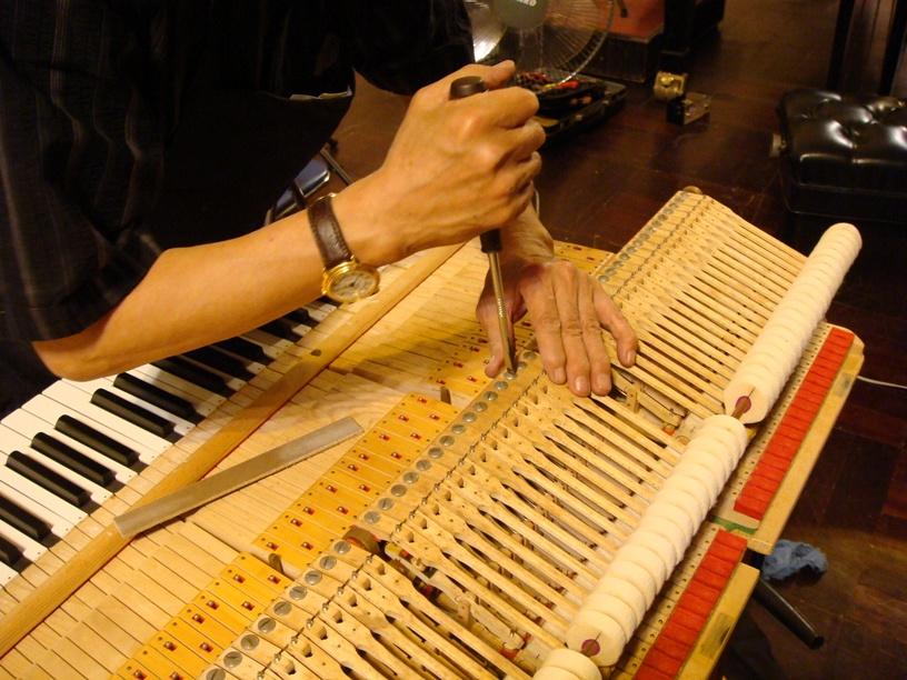 đổi âm thanh của đàn piano